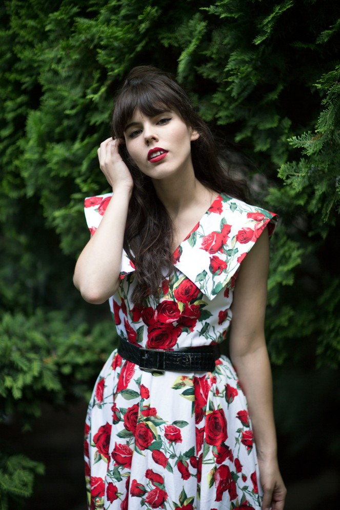Robe pinup roses rouges 01
